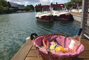 Have an aperitif on the water in Paris