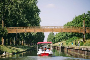 License-free boat rental. Trip on the Ourcq Canal