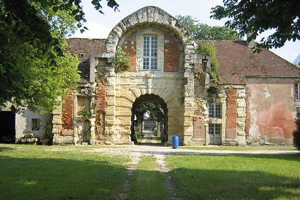 Monceaux-lès-Meaux Castle