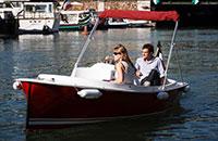 Navigate in the Port de l'Arsenal