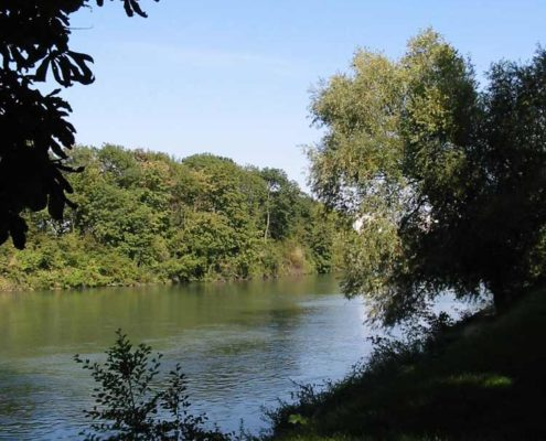 Sailing on the Marne River on an electric licence-free boat